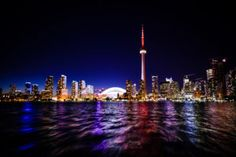 Are you planning a trip to Toronto, Ontario Canada? If so, you have to check out the iconic CN tower in Toronto. Come see the iconic CN tower views of the city of Toronto and save it to your travel board so you can find it later. Toronto Canada, Toronto City, Downtown Toronto, Toronto Shopping, Toronto Hotels, Toronto Airport, Visit Toronto, Torre Cn, Cn Tower