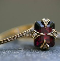 Diamond Wedding Rings Garnet Engagement and Wedding Ring.I may have just changed my mind about fancy rings. Bling Bling, Antique Jewelry, Vintage Jewelry, Antique Ruby Rings, Antique Wedding Rings, Jewelry Rings, Jewelry Accessories, Jewlery, Gold Jewelry
