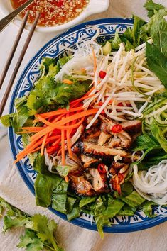 Vietnamese Rice Noodle Salad with Chicken - Asian Recipes & Foods - Asian Recipes, Healthy Recipes, Ethnic Recipes, Indonesian Recipes, Orange Recipes, Vietnamese Noodle Salad, Vietnamese Food, Vietnamese Rice Recipes, Rice Salad Recipes