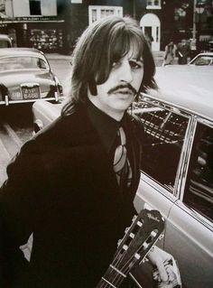 Ringo Starr - She's so in love http://thefaustorocksyeah.wordpress.com/2011/07/07/shes-so-in-love-ringo-starr/