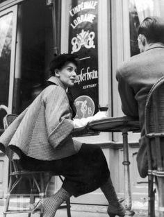 Model wearing Dior at Paris Cafe, 1954 - terrasse - café - bistrot