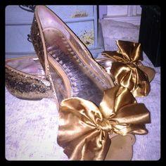 Libby Edelman gold sparkle flats Libby Edelman gold sparkle flats with bow,  excellent condition Shoes Flats & Loafers