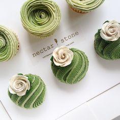 Cupcake anniversary vibes today  #creativemeetscakery