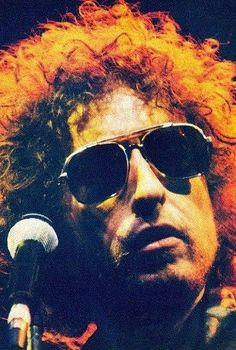 Love Bobby & his music Don't care what haters say Bd Cool, Bob Dylan Forever Young, Travelling Wilburys, Blowin' In The Wind, Joan Baez, Rare Pictures, Music Icon, Popular Music, Jimi Hendrix