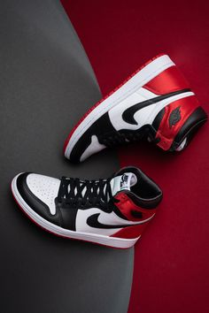 We're long since removed from Michael Jordan's Chicago Bulls heyday. But that hasn't slowed down the popularity of his signature shoes for a second. In fact, models like the Air Jordan 1 have never been more appreciated by sneaker fans and collectors. Cute Nike Shoes, Black Nike Shoes, Nike Air Shoes, Moda Sneakers, Cute Sneakers, Sneakers Nike, Jordan Shoes Girls, Girls Shoes, Michael Jordan Shoes