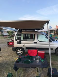 Mini Camper, Peugeot, Van, Vehicles, Car, Vans, Vehicle, Vans Outfit, Tools
