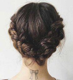 Geflochtenes kurzes Brötchen Frisur