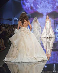 On the catwalk... #antonioriva #elegance #weddingdresses #dresses #nozze #marryme #robedemariee #mariage #instamariage #instawedding #couture #bridetobe #vestidodenovia #bodas #exklusiv #instabride #braut #madeinitaly #style #италия #свадьба #невеста#свадебныеплатья #бренд#дизайнер #итальянский#стиль #結婚 #花嫁 #ウェディングドレス