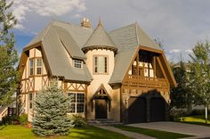 Tudor Style - Cast stone door and window surrounds and the stacked stone facade… Tudor Cottage, Tudor House, Estilo Tudor, Storybook Homes, Tudor Style Homes, Stucco Homes, Vernacular Architecture, Castle House, Style At Home