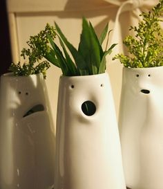 Face vases make a great hostess gift. Lol, how fun would a whole class set of… Face vases make a great hostess gift. Lol, how fun would a whole class set of these be for a communal art project, displayed as an installation? Buchanan you can do it! Ceramics Projects, Clay Projects, Clay Crafts, Kids Crafts, Ceramic Clay, Ceramic Pottery, Pottery Art, Pottery Ideas, Pottery Classes