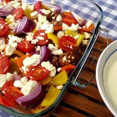Grekisk pyttipanna med ört- och vitlökssås Fruit Salad, Cobb Salad, Cooking Recipes, Healthy Recipes, Tapas, Grilling, Food And Drink, Pizza, Dining