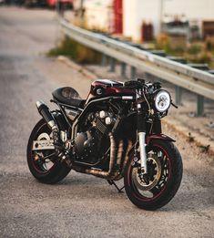 Apexo with a crazy b Cafe Racer Honda, Cb400 Cafe Racer, Cafe Racer Bikes, Modern Cafe Racer, Cafe Racer Style, Custom Cafe Racer, Bike Style, Scooter Motorcycle, Cafe Racer Motorcycle