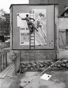 Paul Almasy (Français, 1906-2003), Le colleur d'affiche, Paris, années 1950
