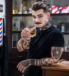 Este posibil ca imaginea să conţină: 1 persoană - Bart - Frisuren Facial Tattoos, Body Art Tattoos, Cool Tattoos, Hairstyles Haircuts, Haircuts For Men, 1920s Mens Hairstyles, Latest Hairstyles, Hair And Beard Styles, Hair Styles