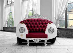Eski ve ikonik araba koleksiyoncusu  Andrea  Colombo ile mobilya tasarımcısı Linda  Assandri tarafından ortaklaşa tasarlanan koltuk tasarımı. Arabaların orjinal parçaları Swarovski taşlar kullanılarak üretilmiştir. forumcad.com