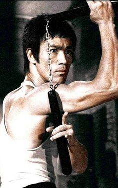 ♡♥Bruce Lee uses nunchucks in 'The Big Boss' movie♥♡ Way Of The Dragon, Enter The Dragon, Big Dragon, Karate, Bruce Lee Kung Fu, Bruce Lee Martial Arts, Brandon Lee, Warrior Spirit, Martial Artists