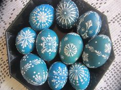 Kraslice Eastern Eggs, Easter Paintings, Easter Egg Designs, Cute Easter Bunny, Painting Activities, Easter Tree, Egg Art, Christmas Table Decorations, Tree Crafts