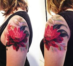 I LOOOOVE how this looks like a painting on her arm! The artist is Amanda Wachob of New York City.