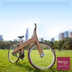 A melhor coisa do fim de semana é fugir da rotina. O passeio de bike pode ser ideal para curtir um dia ao ar livre. Esta é a Wooden 'Bough' Bike, criada pelo designer Jan Gunneweg. Pensada em fornecer uma conexão direta com a natureza, mesmo em vias urbanas, a bicicleta sustentável é 95% fabricada em madeira, na Holanda, país de ciclistas. Simples e funcional, ainda aproxima as pessoas da natureza.