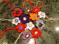 Tute for easy flower to crochet for yarnbombing. Written instructions and YT tute