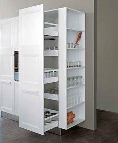 atelier culinaire cuisine ch ne massif clair tag re contre porte cellier r frig rateur. Black Bedroom Furniture Sets. Home Design Ideas