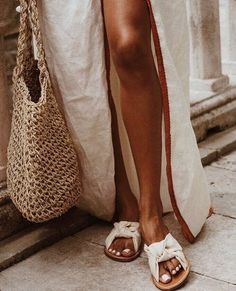 Maillot de bain : White mules linen dress french knit bag for market strolls Beige Outfit, Looks Street Style, Looks Style, Basic Fashion, Womens Fashion, 90s Fashion, Fashion Ideas, Fashion 2018, Gothic Fashion