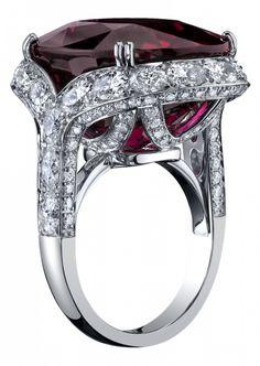 The Rockefekker Cocktail ring - Procop - Inspirado por los cócteles elaborados de los años veinte, en los que las joyas lujosas exudaba la opulencia descarada de las veces, esta joya contemporáneo y lujoso está ingeniosamente diseñado con una fluidez ingenioso, audaz movimiento y el detalle exquisito.