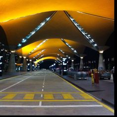 24 uur vetraging in KL Malaysia Truly Asia, Airport Design, Most Romantic Places, International Airport, Kuala Lumpur, Train Station, Amazing Architecture, Art History, Aviation