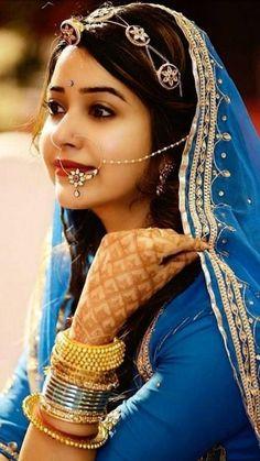 Rajasthani Bride, Rajasthani Dress, Indian Bridal Photos, Indian Bridal Fashion, Bridal Outfits, Bridal Dresses, Indian Wedding Photography Poses, Rajputi Dress, Bridal Photoshoot