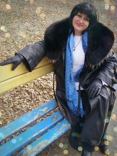 Leather Coats, Women's Fashion, Fashion Outfits, Furs, Fall Outfits, Fur Coat, Gloves, Winter Jackets, Mom