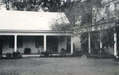 View source image ~ The house on Myrtle plantation in St Francisville, Louisiana is home to at least 12 ghosts, the most famous being the ghost of Chloe who haunts the plantation and is seen wearing a green turban. Most Haunted Places, Spooky Places, Paranormal Pictures, La Danse Macabre, Best Ghost Stories, Strange Stories, Creepy Stories, Horror Stories, Supernatural