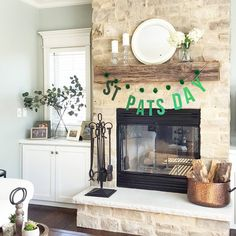 I stopped by a friend's home a couple days ago. She had the cutest St. Patrick's day decor around her house which reminded me that I had not done anything for one of my favorite days yet! Lucky for me, I'm a hoarder of holiday decor and have a drawer full of garlands for every season and occasion! My friend's garlands were way cuter, but these will do until I find the next ones to add to my collection! Have a great day! 🍀🍀🍀 #simplelivingsaturday #mycozyweekendcorner #holidaydecor…