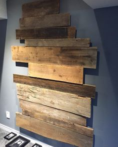 Barn board reclaimed wood feature wall.  All the boards are off cuts. Saving one board at a time. #woodwork #reclaimedwood #rusticwood #sawdust #antiquefurniture #rustichomedecor #rusticwoodworking de rustic_vibe
