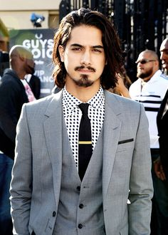 Avan Jogia Photos Photos: Spike TV's Guys Choice 2015 – Red Carpet Avan Jogia Photos – Spike TV's Guys Choice 2015 – Red Carpet – Zimbio – Farbige Haare Avan Jogia, Beautiful Men, Beautiful People, Spike Tv, Style Masculin, Man Bun, How To Clean Carpet, Streetwear, Long Hair Styles