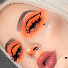 🍊🧡 Who loves orange soda? 🧡🍊 🧡🍊 Orange and Black 🧡 … ✨ Jane Bortz-Gerondale … – Makeup Brushes For Beginners – 🍊🧡 Who loves orange soda? 🧡🍊 🧡🍊 Orange and Black 🧡 … ✨ Jane Bortz-Gerondale … – Makeup Brushes For Beginners – Burgundy Makeup, Orange Makeup, Brown Makeup, Blush Makeup, Glam Makeup, Burgundy Eyeshadow, Rihanna Makeup, Makeup Glowy, Silver Makeup