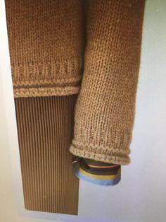 Knitting Machine Tutorial Link 68 New Ideas Knitting Designs, Knitting Stitches, Knitting Projects, Knitting Machine, Knit Patterns, Sweater Knitting Patterns, Pull Bleu, Knitting For Beginners, Knitted Blankets