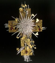 The Light of Christ by Salvador Dali, 18 karat yellow gold, platinum forming rays, natural rubies, diamonds. Cross Jewelry, Jewelry Art, Antique Jewelry, Vintage Jewelry, Fine Jewelry, La Madone, Art Nouveau, Light Of Christ, Salvador Dali Art