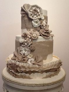 Faux burlap wedding cake for shabby chic theme. By Flour Garden in Memphis, TN. I am in love with her cake designs!!!