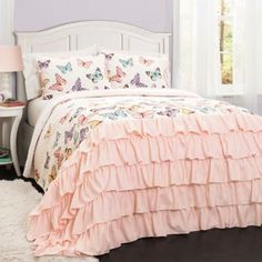 This Flutter Butterfly 3 Piece Quilt Set by Lush Decor has ruffles for days. This quilt set boasts a fun, butterfly pattern and a ruffle trim that. Butterfly Bedroom, Butterfly Quilt, Butterfly Design, Butterfly Pattern, Girl Room, Girls Bedroom, Bedroom Decor, Child's Room, Bedroom Bed
