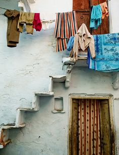 The colors of Udaipur, India Laundry Art, Laundry Lines, Laundry Room, Udaipur India, India Architecture, City Aesthetic, Beautiful Buildings, My Happy Place, Hanging Out