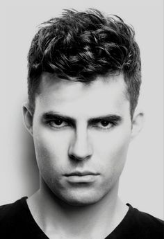 Guys, looking for a new refreshing haircuts for men? Here we have rounded up 25 Haircuts for Men with Curly Hair gallery for you to get inspired! Widows Peak Hairstyles, Top Hairstyles For Men, Boy Hairstyles, Hairstyle Ideas, Updo Hairstyle, Popular Haircuts, Cool Haircuts, Haircuts For Men, Latest Haircuts
