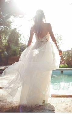 Kaviar Gauche ♡ Real Weddings // Butterfly Dress #realbride #realweddings #bridalcouture #bridaldress #weddinggown #weddingdress #wedding #bride #modernbride #brautkleid #hochzeitskleid #brautmode #hochzeit #kaviargauche #taliphotography