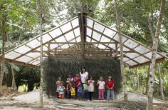 Situado junto al río Krau, elpueblo indígena de Kampung Pian se compone de más de 50 familias de la tribu Jahut.La ...   http://www.plataformaarquitectura.cl/cl/769419/andamios-y-un-revestimiento-vernacular-la-fabricacion-de-un-centro-comunitario-en-malasia