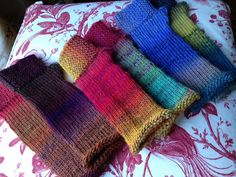 knitnscribble.com: Easy fingerless mitts in rainbow colors
