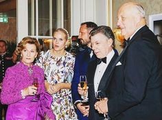 Queen Sonja, King Harald, Juan Manuel Santos, Crown Prince Haakon and Crown Princess attended the banquet in honour of the Nobel Peace Prize Laureate at Grand Hotel in Oslo, Norway. || December 10, 2016