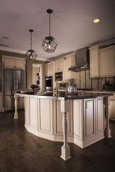 Contemporary kitchen with our European-inspired, frameless Fallbrook Maple Black Glaze on Vanilla door style and finish.