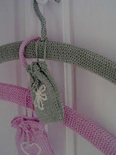 Knitted coat hanger pattern