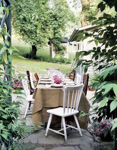 Burlap tablecloth for outdoor dining via countryliving.com