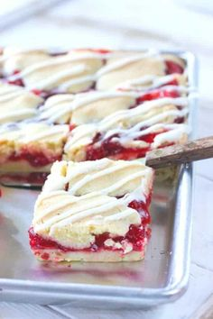 These delicious cherry pie bars come together in a pinch! Best part is- you can use any canned pie filling (or make your own) for loads of delicious variations! Cherry Desserts, Cherry Recipes, Easy Desserts, Delicious Desserts, Dessert Recipes, Cherry Pie Filling Desserts, Bar Recipes, Gastronomia, Recipes