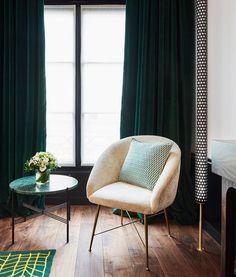 Chic decor: Emerald green curtains